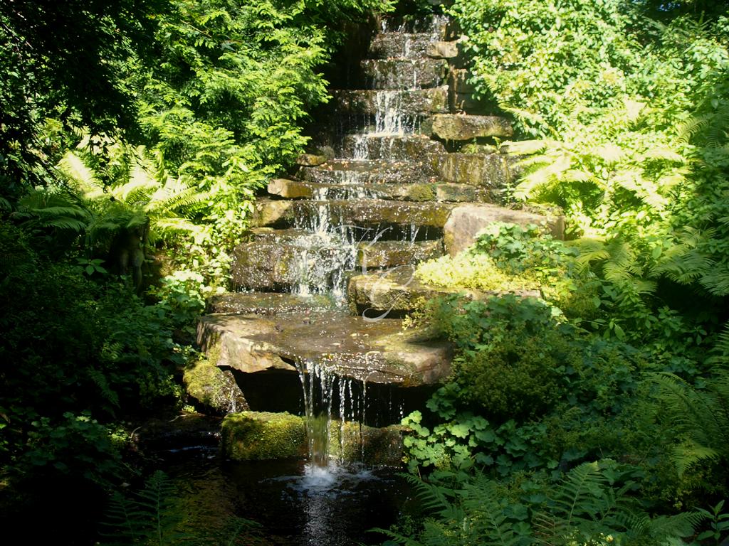 Natürlicher Wasser-Treppenlauf